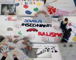 No al bullismo: collage di foto