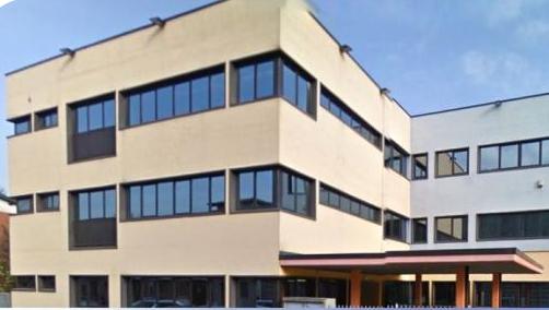 Immagine dell'esterno della scuola secondaria di Brignano